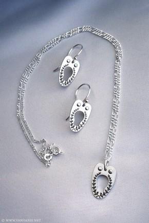 vanyanis-corset-jewellery-set-290x435