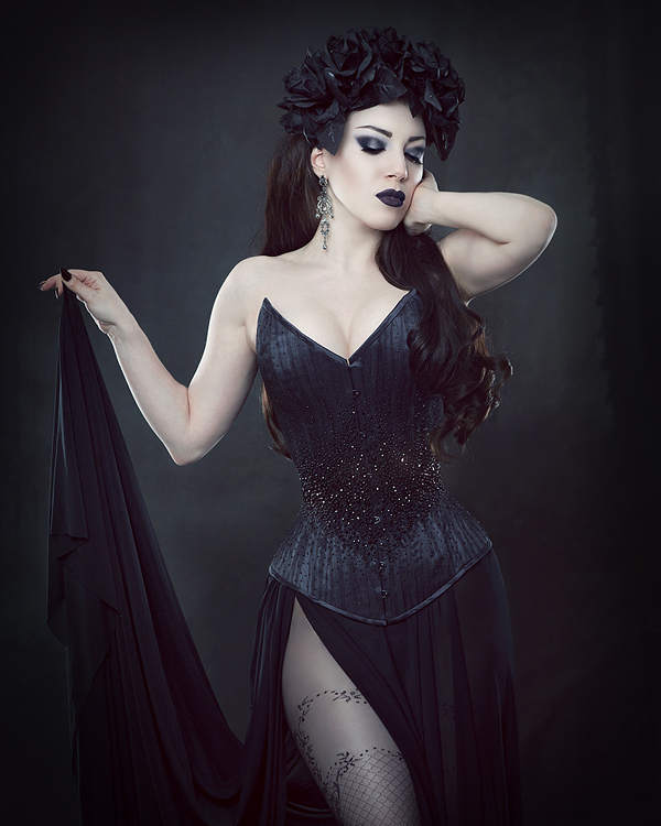 Couture Corsetry by Vanyanis. Threnody in Velvet © Iberian Black Arts