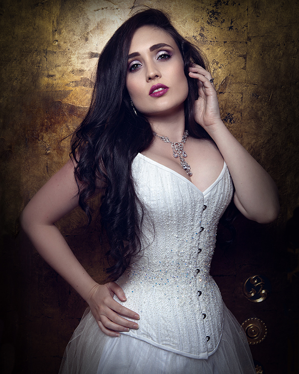 Leah Axl in Vanyanis Bridal Couture © InaGlo Photography