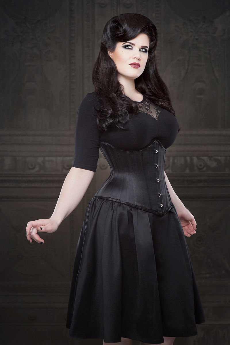 Ebonique Collection with Emmelie Underbust Corset by Vanyanis. Model: Lowana O'Shea © Iberian Black Arts