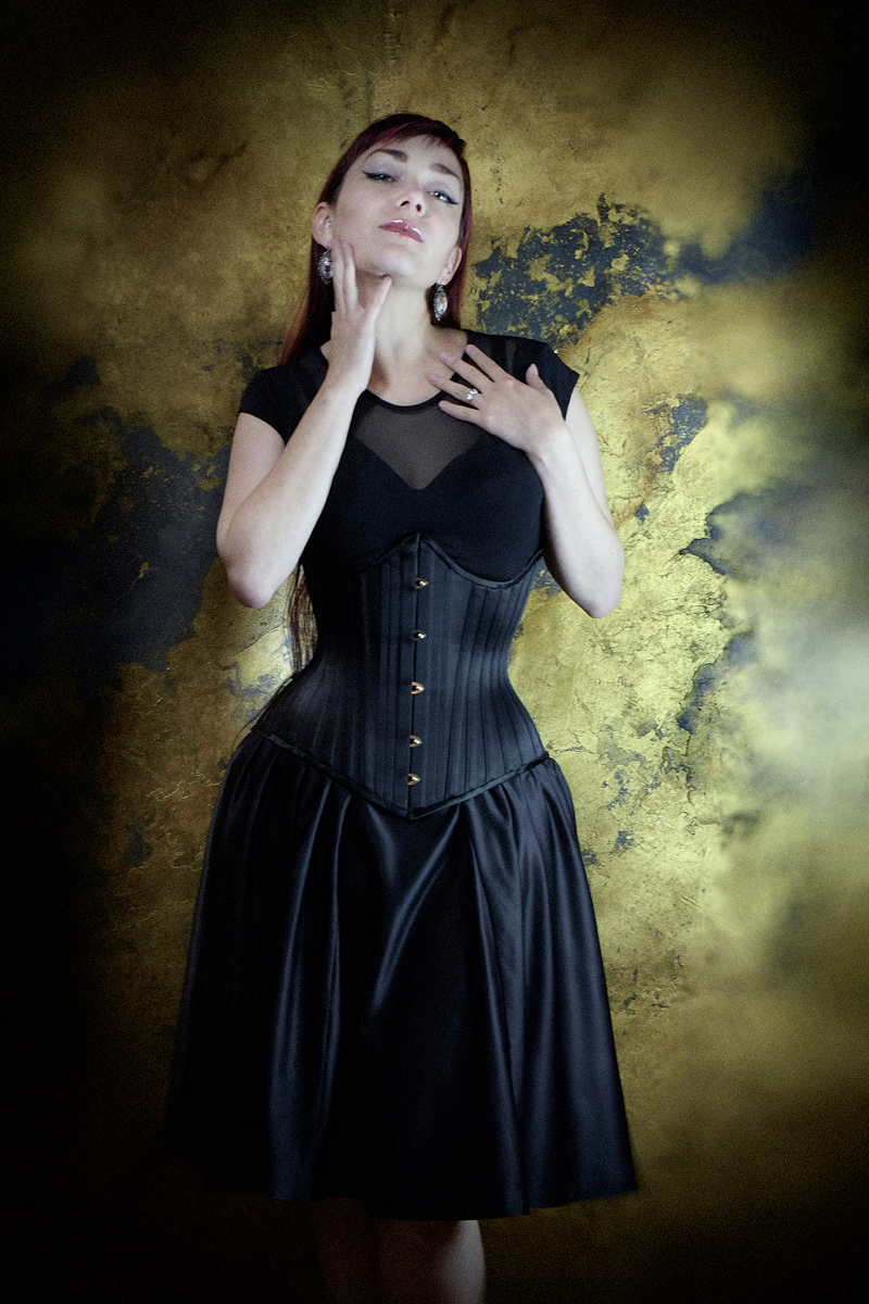Ebonique Black Satin Skirt with Emmelie Underbust corset by Vanyanis. Model: Victoria Dagger © Jenni Hampshire