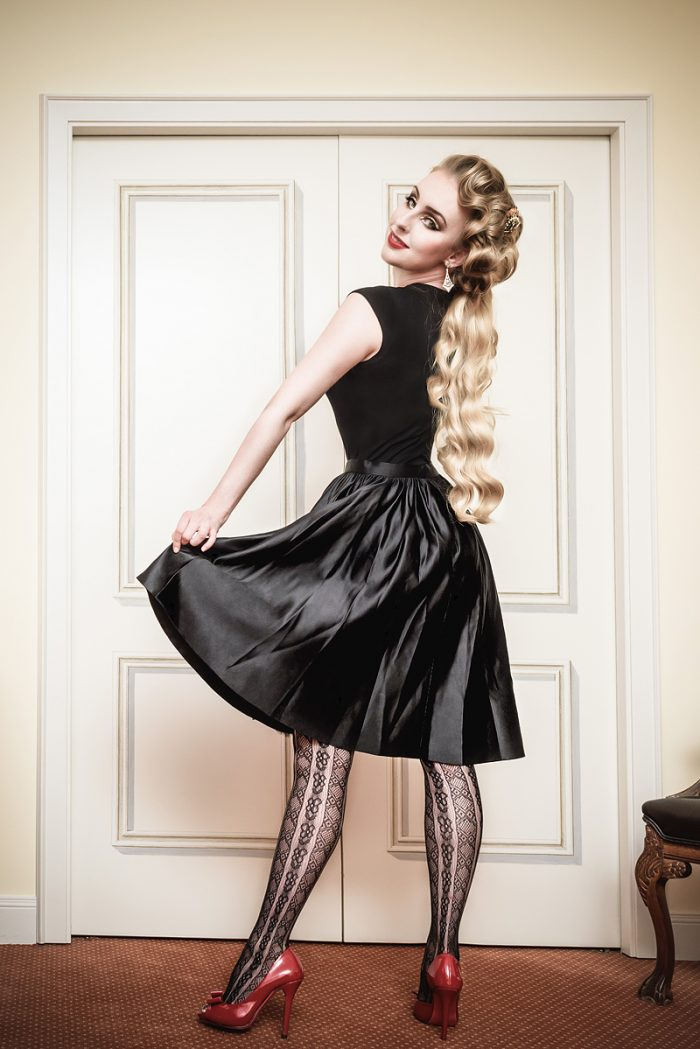 Vanyanis-Ebonique-Black-Satin-Skirt_model-Troys-Seducement_(c)-grahlfoto.de-0252