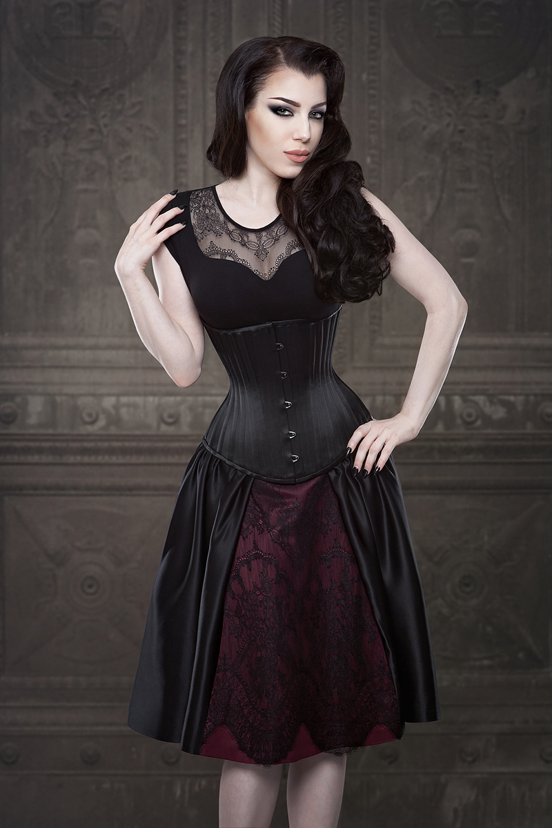 Alecto Underbust Corset by Vanyanis. Model: Threnody in Velvet © Iberian Black Arts