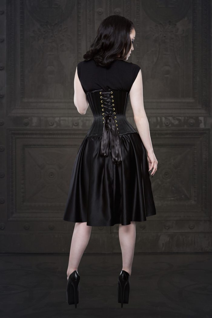 Vanyanis-Ebonique-Lace-Satin-Skirt-model-Threnody-in-velvet-(c)Iberian-Black-Arts-4392