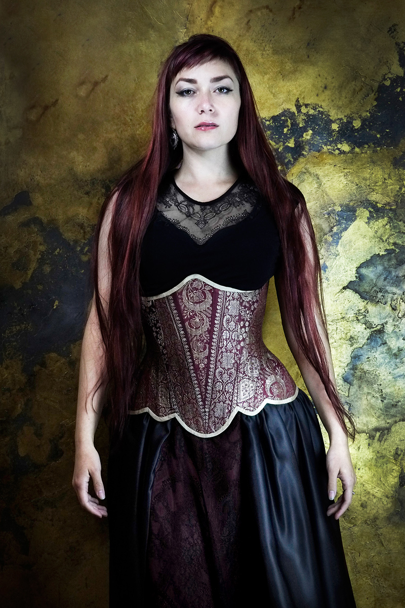 Ebonique lace top & skirt, with couture 'Lady Esha' corset by Vanyanis. Model: Victoria Dagger © Jenni Hampshire