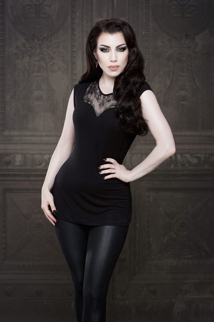 Vanyanis-Ebonique-Sweetheart-Top-Lace-Cap-Sleeves_-model-Threnody-in-velvet-(c)Iberian-Black-Arts4245