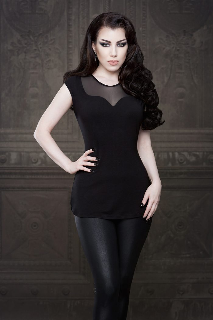 Vanyanis-Ebonique-Sweetheart-Top-Mesh-Cap-Sleeves-model-Threnody-in-velvet-(c)Iberian-Black-Arts-4290