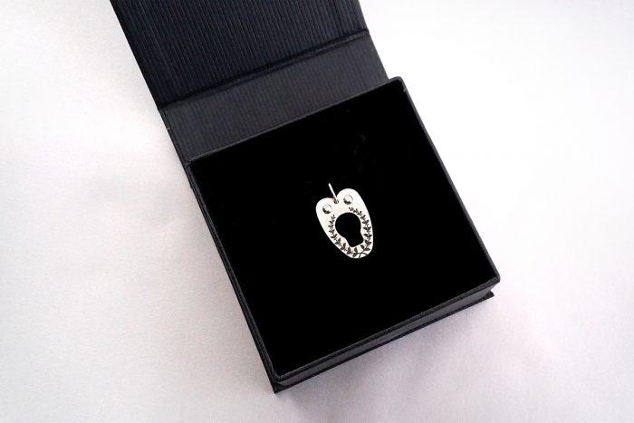 corset-necklace-pendant-giftbox