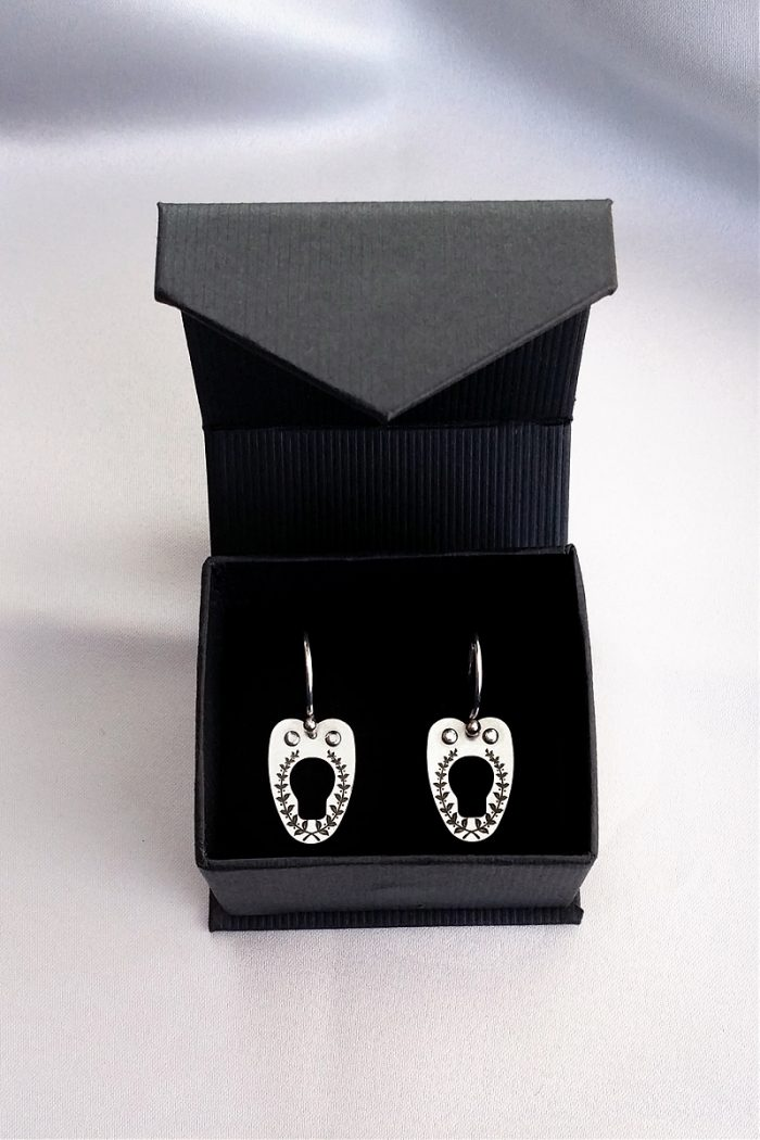 vanyanis-corset-earrings
