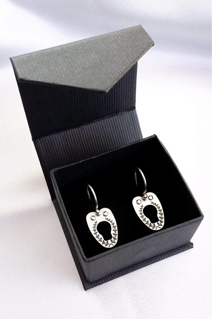 vanyanis-corset-earrings2