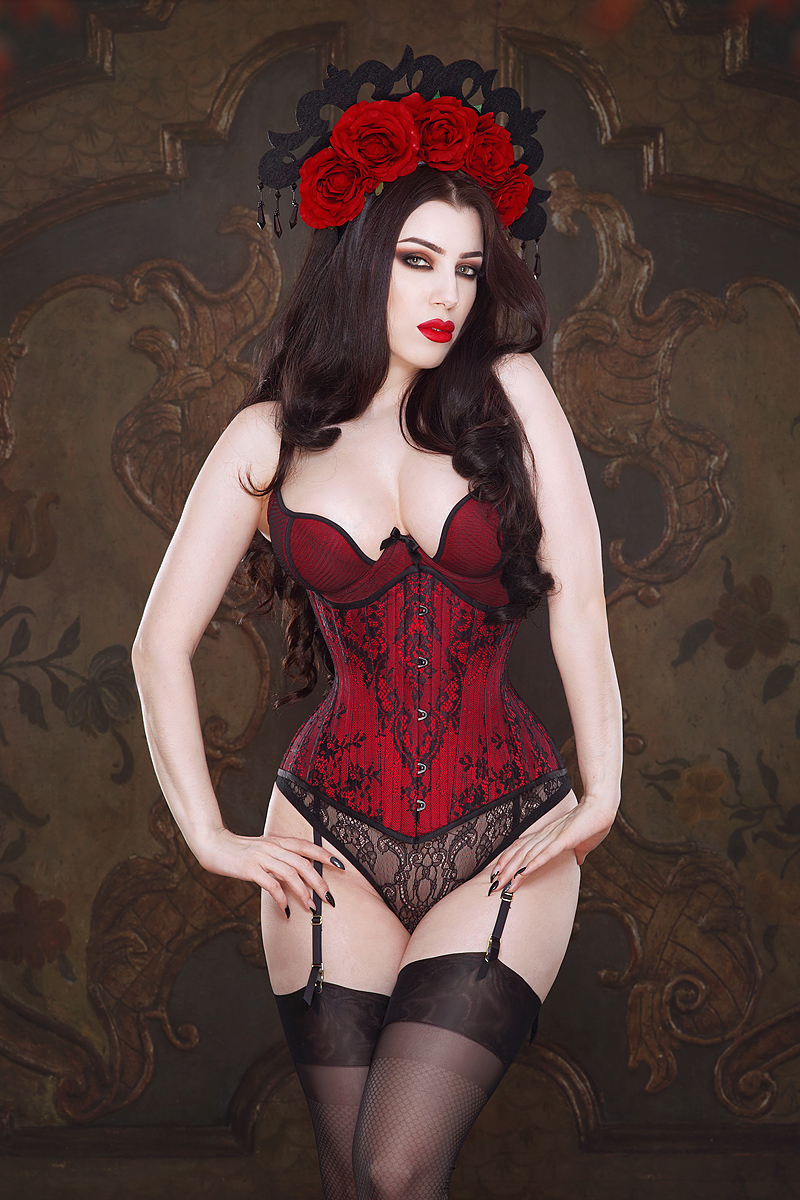Ruby Corset by Vanyanis modelled by Threnody in Velvet © Iberian Black Arts