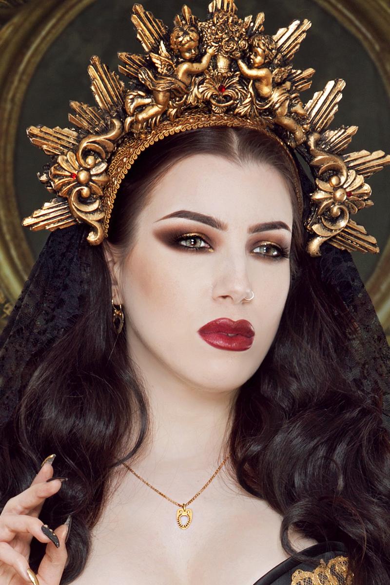 Vanyanis Gold Corset Jewellery. Model: Threnody in Velvet