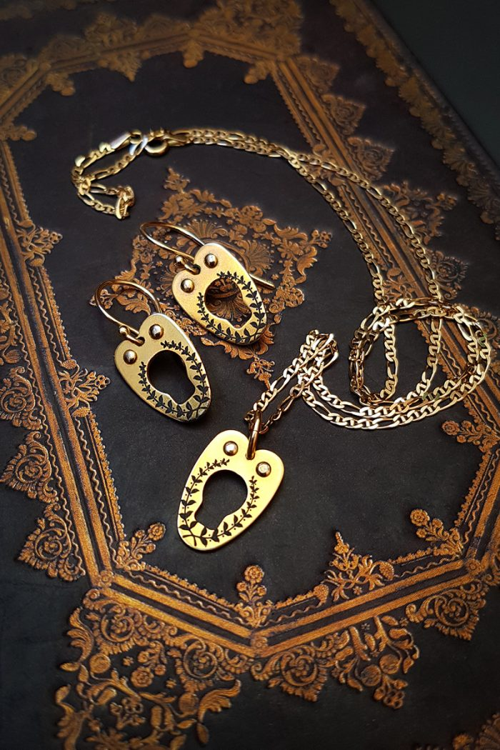 Vanyanis-Gold-Corset-Jewellery-Set