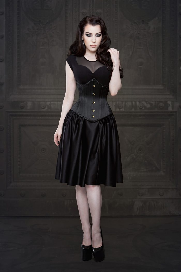 Vanyanis-Ebonique-Black-Satin-Skirt-model-Threnody-in-velvet-(c)Iberian-Black-Arts-4330-web