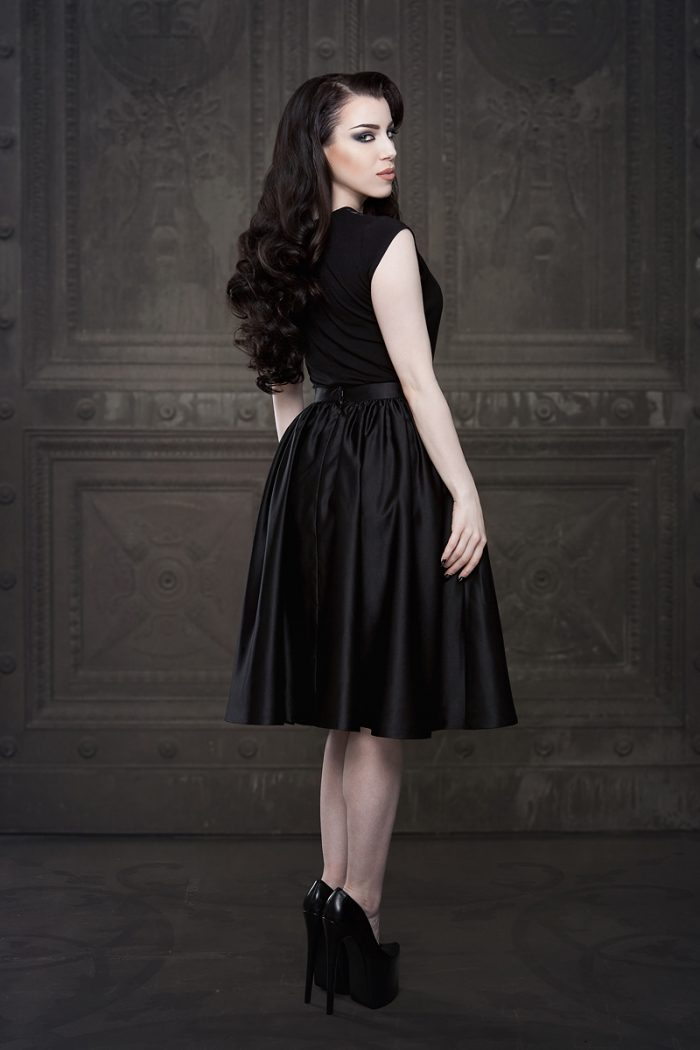 Vanyanis-Ebonique-Black-Satin-Skirt-model-Threnody-in-velvet-(c)Iberian-Black-Arts-4431