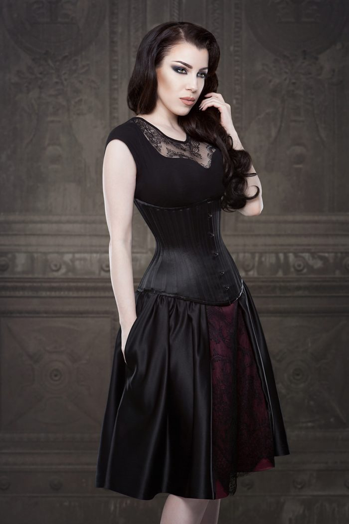 Vanyanis-Ebonique-Black-Satin-Skirt-model-Threnody-in-velvet-(c)Iberian-Black-Arts-4491