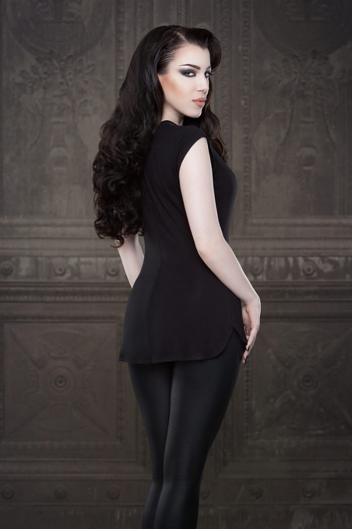 Vanyanis-Ebonique-Sweetheart-Top-Lace-Cap-Sleeves-model-Threnody-in-velvet-(c)Iberian-Black-Arts__4274