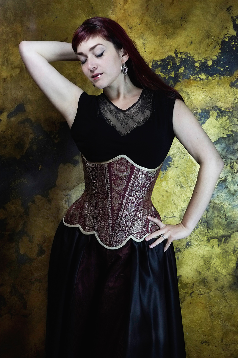 Ebonique lace top & skirt, with couture 'Lady Esha' corsert by Vanyanis. Model: Victoria Dagger © Jenni Hampshire