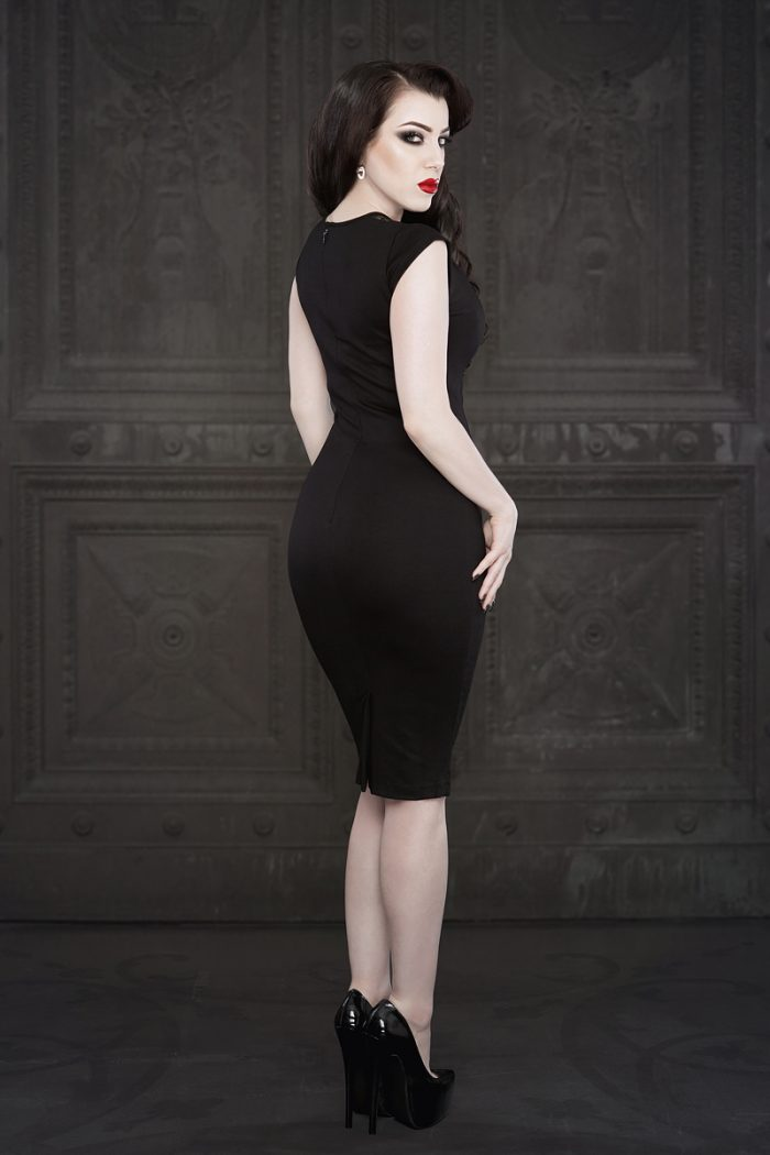 Ebonique-Pencil-Dress-1-by-Vanyanis-model-Threnody-in-Velvet-Photo-(c)-Iberian-Black-Arts