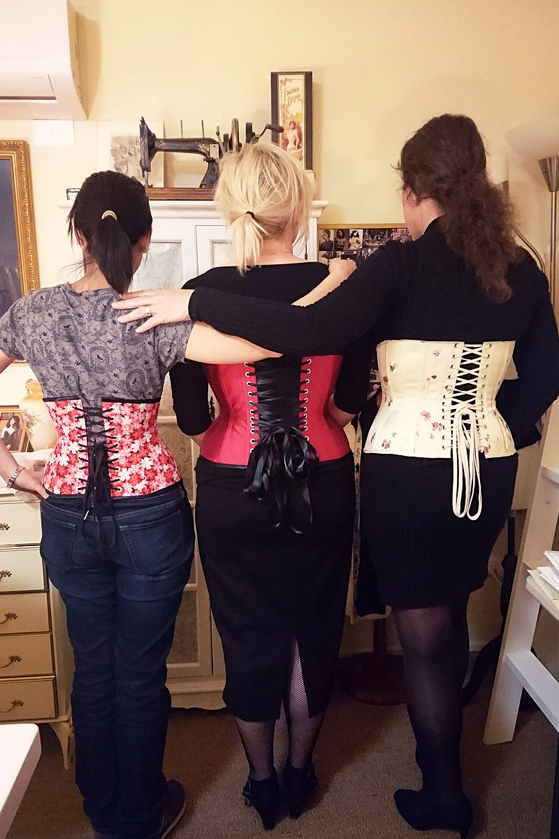 Advanced corsetmaking Students Lee, Kathy & Dee © Vanyanís