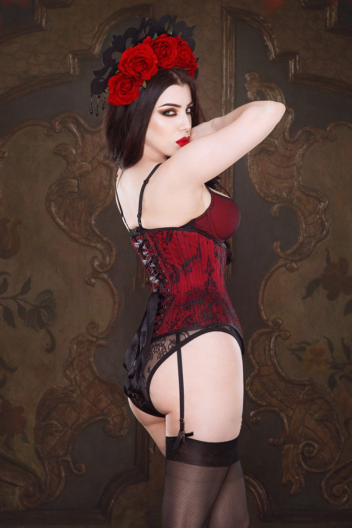 Ruby-underbust-corset-by-Vanyanis-model-Threnody-in-Velvet-3-Photo-(c)-Iberian-Black-Arts