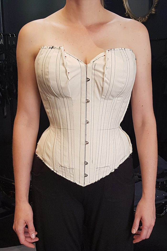 Astrid-Toile-Advanced-Corsetry-©-Vanyanis