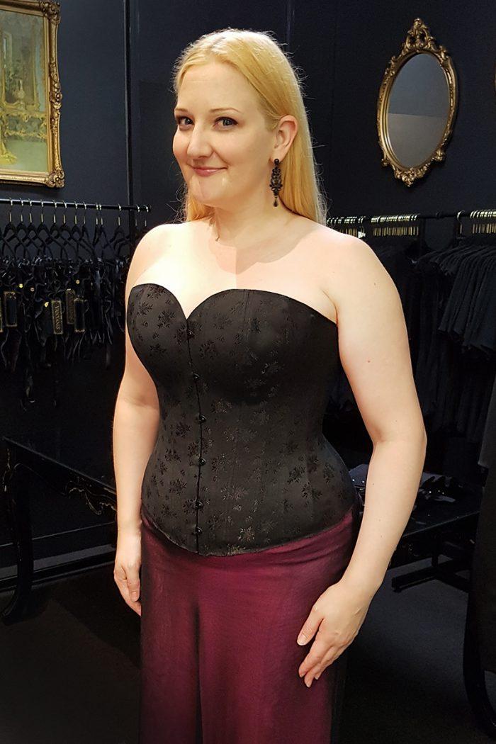 Overbust-corsetmaking-student-catherine-©-Vanyanis